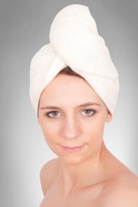 Obrazek Turban na głowę z guzikiem. Ręcznik turban kolor biały 100% bawełny. Turban super chłonny